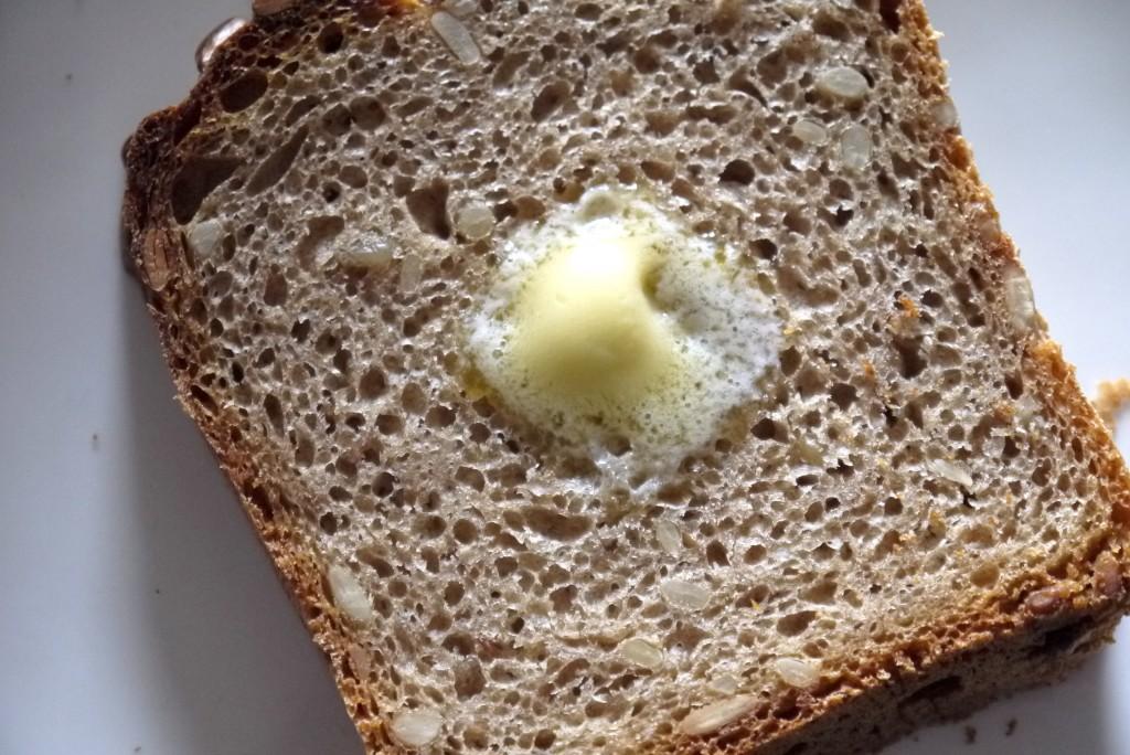 トースト後、バターをオン