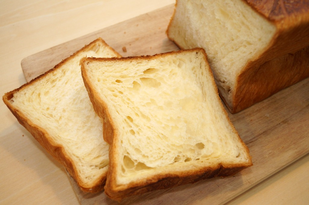 普通の食パンにはないふんわりしたデニッシュの層!オリジナル製法の成せる技です。