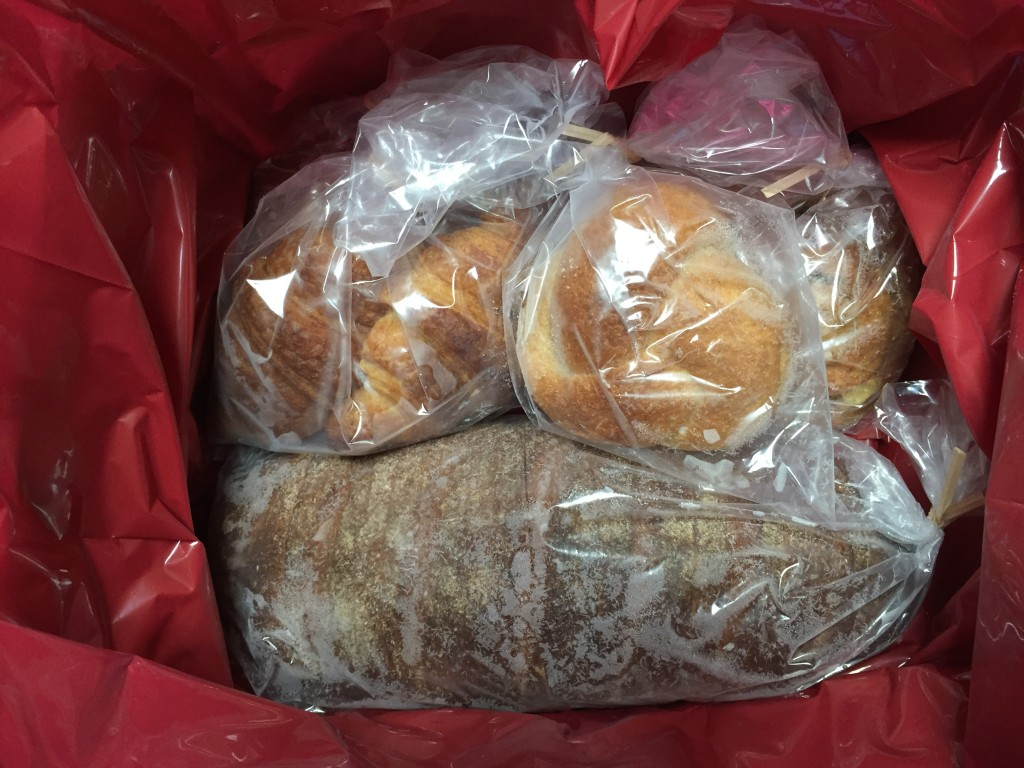 パンは冷凍状態でしっかりと袋に個装されていました