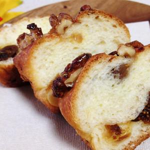 秋の旬がたっぷり!グロワールのクルミとイチジクのパンはどんな味?【お取り寄せ】