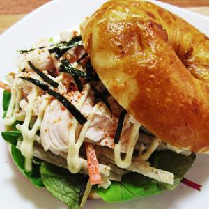 お餅とチーズがもっちもち♡京都のブラウニー ブレッド&ベーグルズの「醤油もちチーズベーグル」【お取り寄せ】