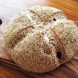 小麦からすべて手作り! 「山羊さんの贈り物~修験deパン」クルミレーズンパン【お取り寄せ】