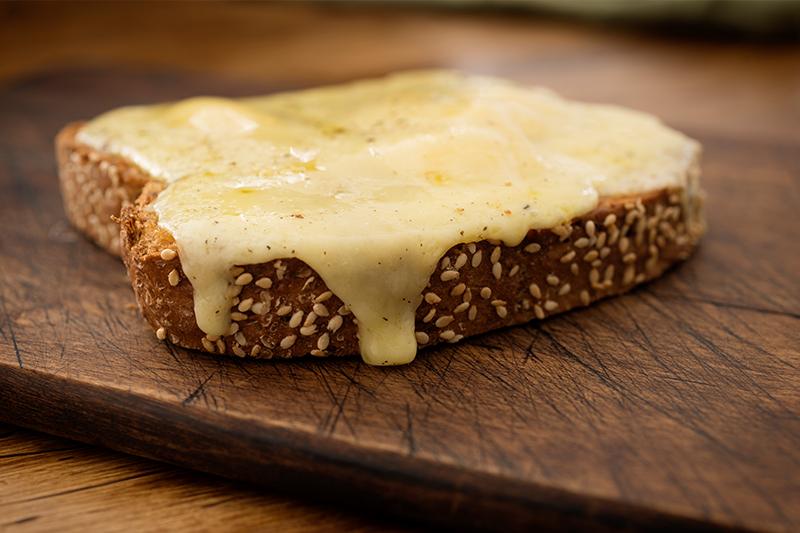 チーズ×パンと聞いてハ○ジを連想するのは私だけじゃないはず