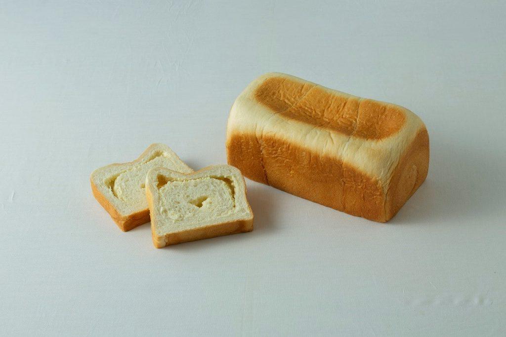 クリームチーズたっぷり 極みふんわり生食パン 1,800円(税込)