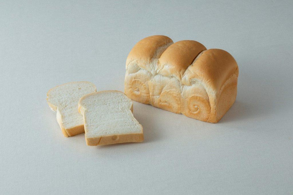 小麦薫るトースト食パン 700円(税込)